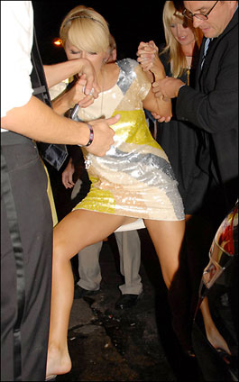 Paris Hilton drunk