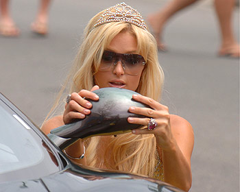 paris hilton getting out of car