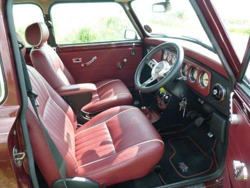 Mini 40 interior