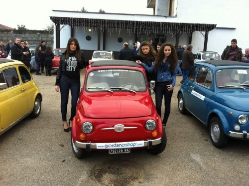 Fiat 500 Nuova and pretty girls