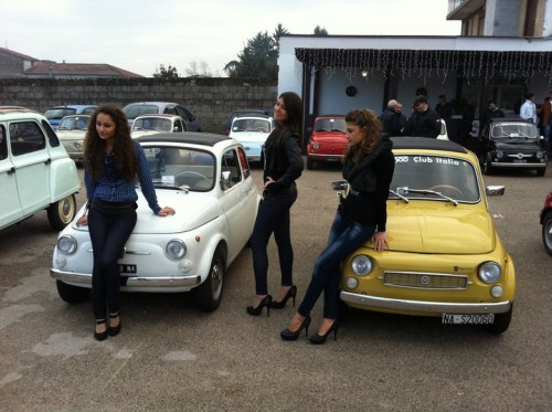 Fiat 500 Nuova and girls