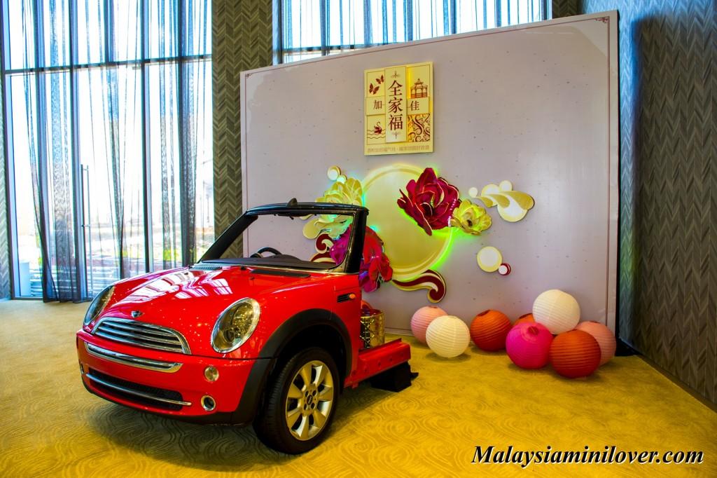 Mini Cabriolet Display